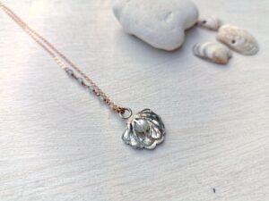 girocollo con conchiglia e perla